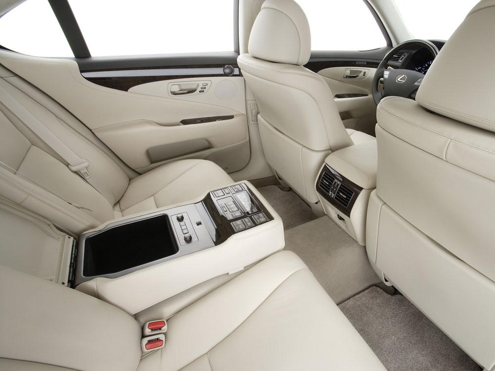Lexus LS 460: cмена ориентир…